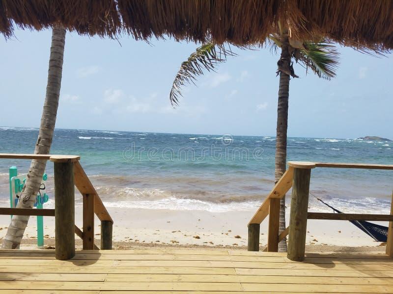 圣卢西亚& x27;s天堂海滩酒吧视图 免版税库存图片