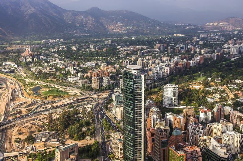 圣地亚哥与洛斯安第斯山脉的de智利看法在后面 免版税库存照片