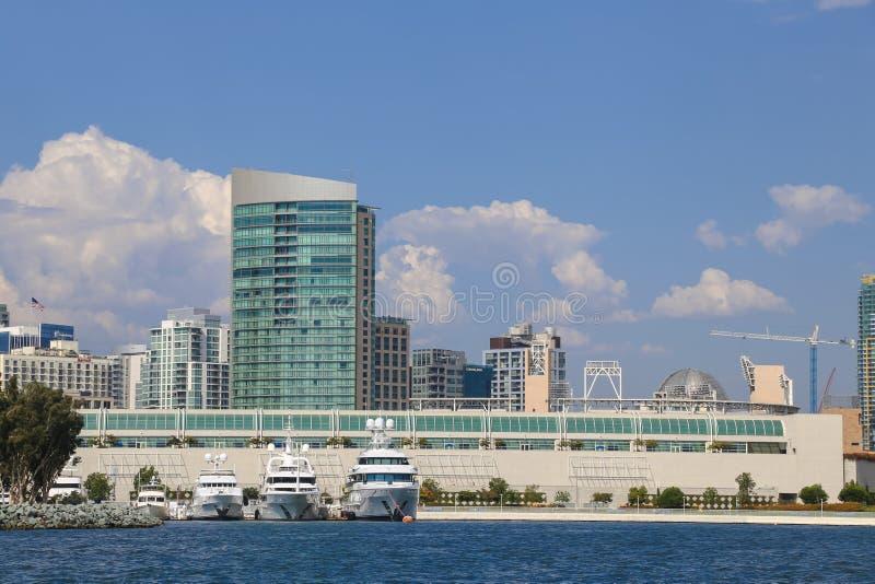 圣地亚哥从海湾的会议中心看法  库存图片