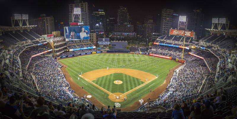 圣地亚哥体育场全景在棒球比赛期间的 免版税库存照片