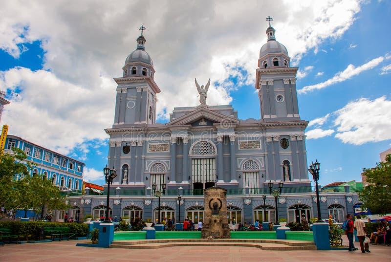圣地亚哥大教堂从Parque Cespedes的 库存照片