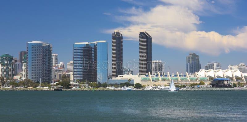 圣地亚哥海湾看法和街市 免版税库存图片