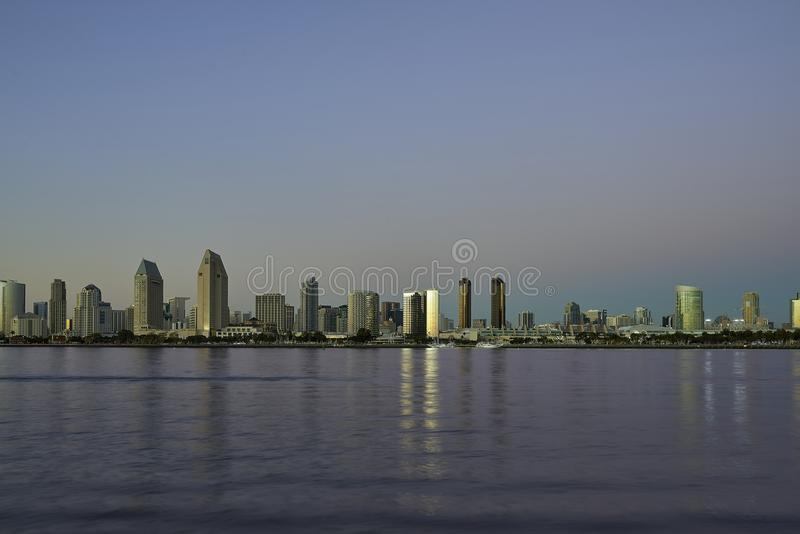 圣地亚哥,加利福尼亚地平线在晚上 免版税库存图片