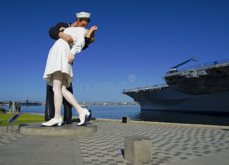 圣地亚哥,加利福尼亚,美国- 2016年3月13日:亲吻雕象在圣地亚哥港口,美国 免版税库存照片