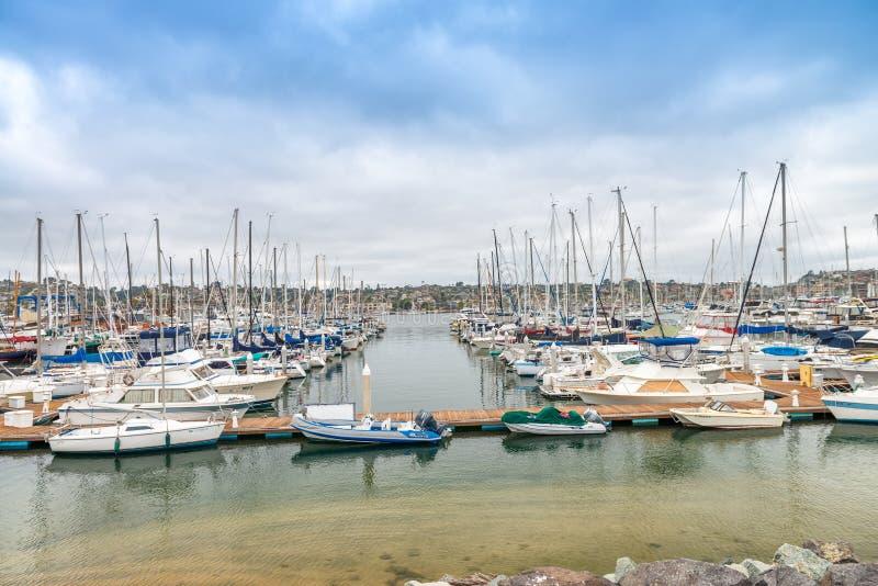 圣地亚哥- 2017年7月29日:在圣地亚哥口岸的小船 圣地亚哥在 免版税库存照片