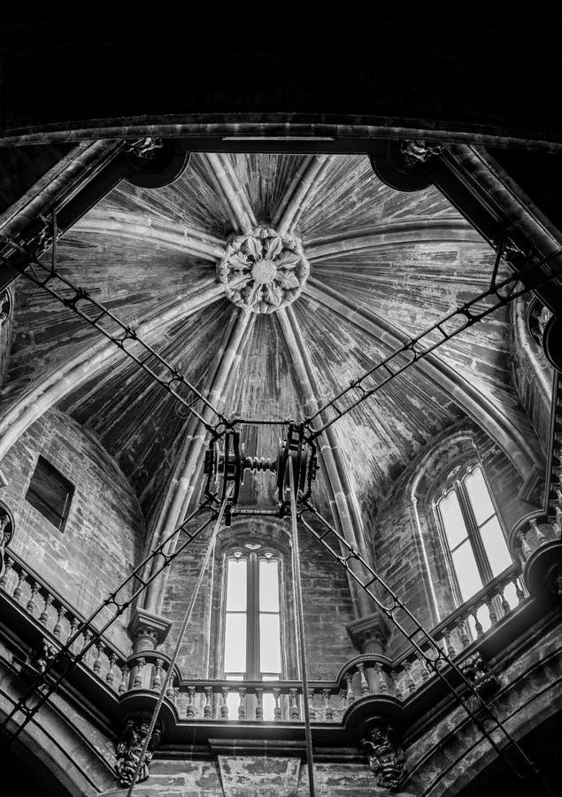 圣地亚哥-德孔波斯特拉主教座堂的圆顶,细节 黑色和whte 库存照片