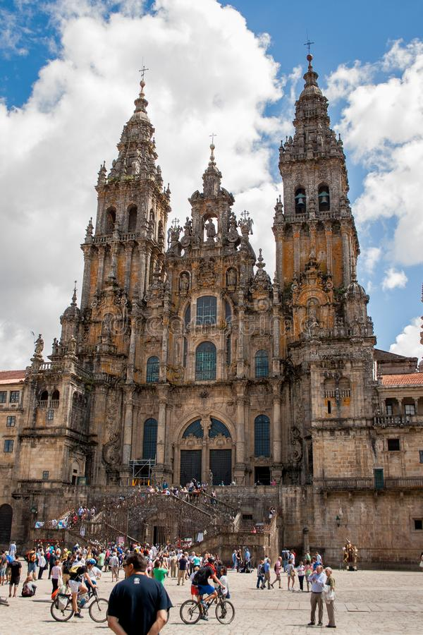 圣地亚哥-德孔波斯特拉,加利西亚,西班牙;08-03-2013:圣地亚哥-德孔波斯特拉主教座堂在广场del Obradoiro 免版税库存照片