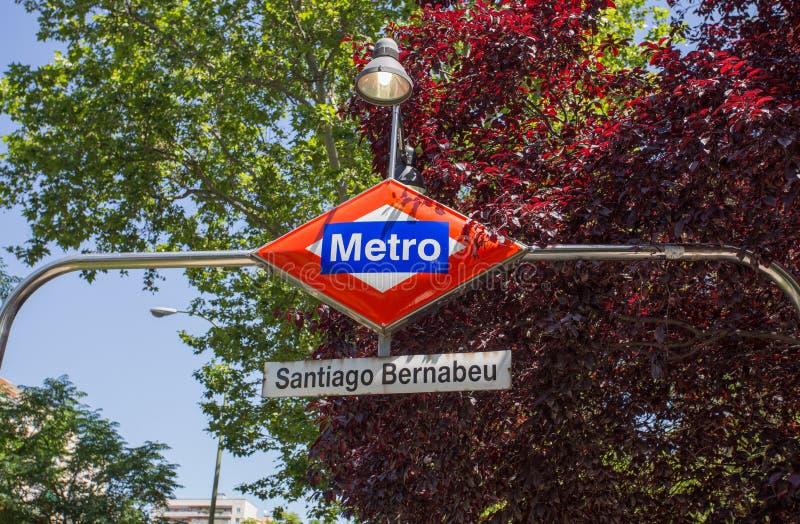 圣地亚哥Bernabeu地铁车站标志,马德里,西班牙 免版税库存照片