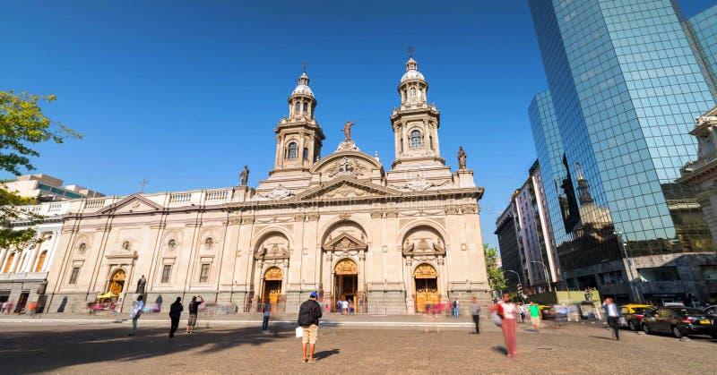 圣地亚哥de街市的智利,现代摩天大楼与历史建筑,智利混合了 库存照片