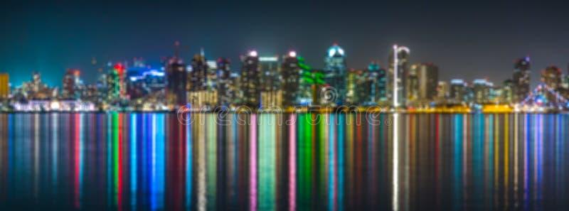 圣地亚哥dowtown地平线,水反射,迷离 免版税库存图片