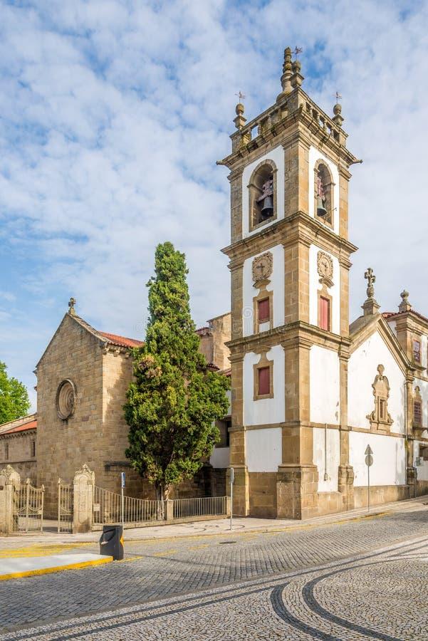 圣地多明戈斯教会钟楼在真正的维拉,葡萄牙 免版税库存照片