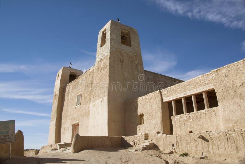 圣埃斯特万台尔Rey Church历史的多孔黏土天主教在Acoma镇或天空城市,新墨西哥,美国 库存图片