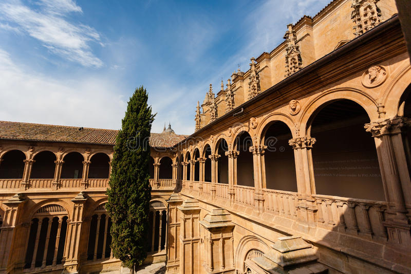 圣埃斯特万女修道院修道院在萨拉曼卡 免版税库存照片