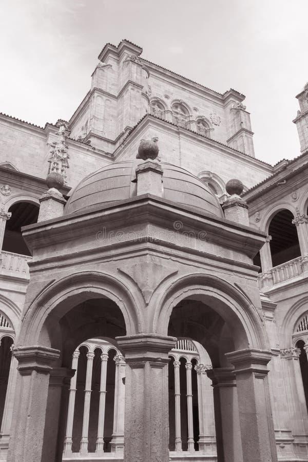 圣埃斯特万女修道院,萨拉曼卡门面  库存照片