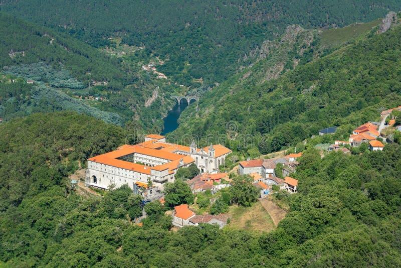 圣埃斯特万,里瓦斯德西尔,奥伦塞省,西班牙修道院  免版税图库摄影
