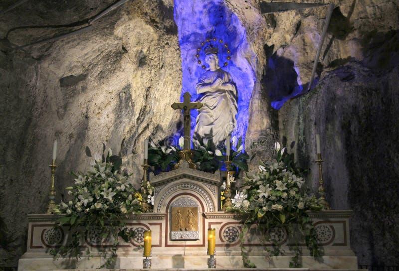圣塔罗萨莉娅,巴勒莫法坛和雕象  免版税库存图片