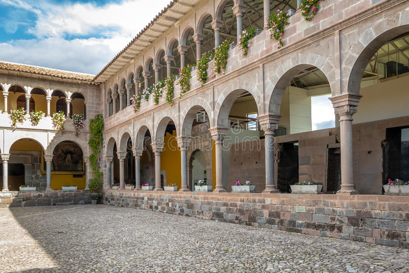 圣多明哥庭院-库斯科,秘鲁女修道院Qoricancha印加人废墟的 库存照片