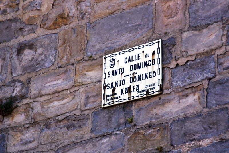 圣多明哥著名街道,在潘普洛纳  免版税库存照片