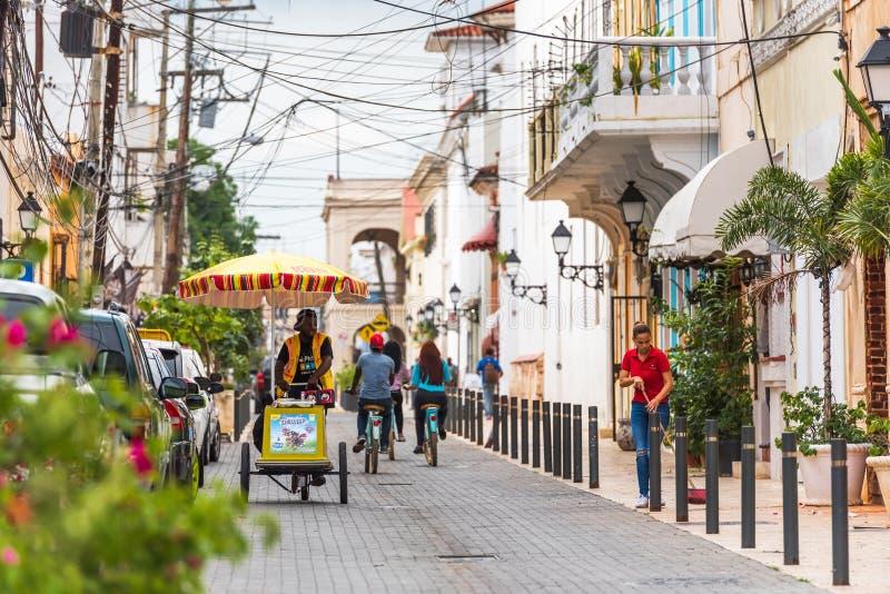 圣多明哥,多米尼加共和国- 2017年8月8日:城市的历史的街道的看法 复制文本的空间 免版税图库摄影