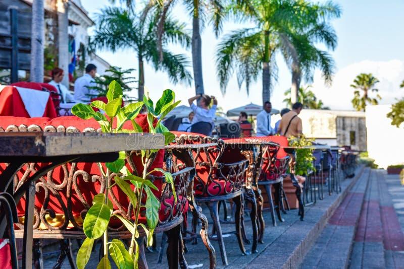 圣多明哥,多米尼加共和国 著名地方在西班牙正方形的Las Atarazanas与有名望的餐馆 库存图片