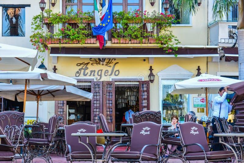 圣多明哥,多米尼加共和国 著名地方在西班牙正方形的Las Atarazanas与有名望的餐馆 免版税库存图片