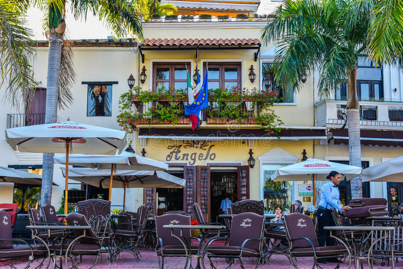 圣多明哥,多米尼加共和国 著名地方在西班牙正方形的Las Atarazanas与有名望的餐馆 图库摄影