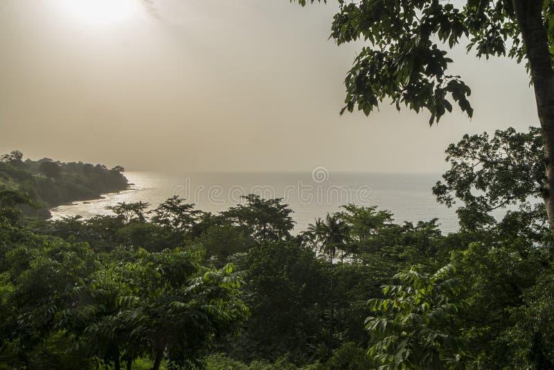 从圣多美海岛农村海岸的日落  免版税图库摄影
