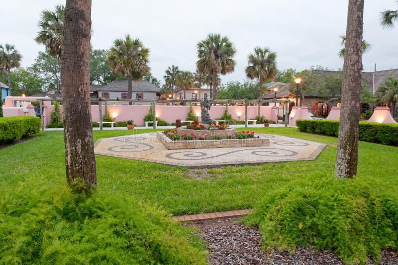 圣奥斯丁,日落的佛罗里达庭院  库存图片