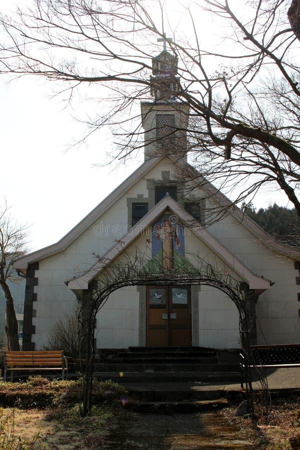 `圣安东尼`天主教在日光 一个简单的木教会 采取在日光, 免版税库存照片