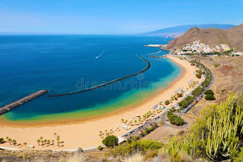 圣安德列斯村庄和Las Teresitas海滩,特内里费岛,西班牙全景  库存图片