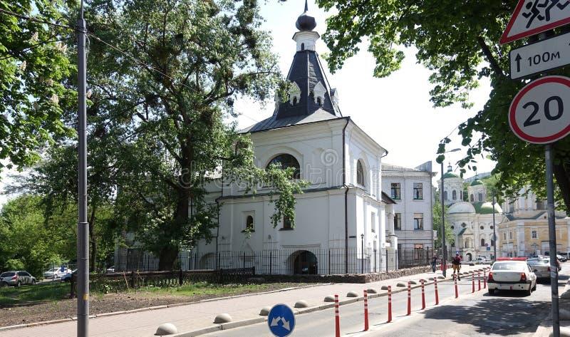 圣尼古拉斯古老教会好在基辅在一个夏天晴天 免版税库存照片