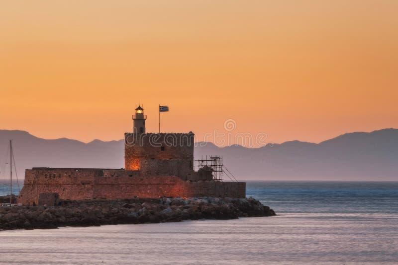 圣尼古拉斯堡垒和灯塔在日落 Lindos 希腊 免版税库存图片