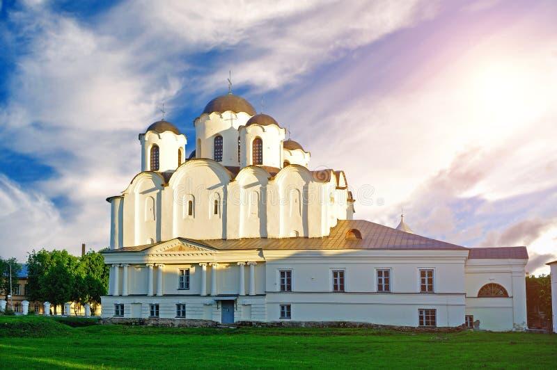 圣尼古拉斯大教堂日落视图Yaroslav庭院的, Veliky诺夫哥罗德,俄罗斯 建筑学风景 免版税库存图片