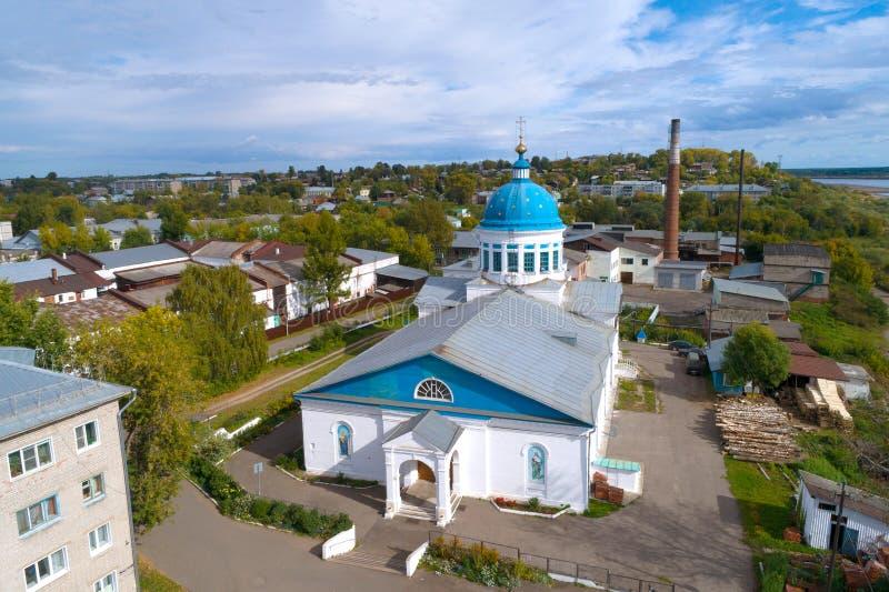 圣尼古拉斯射击教会的看法从quadcopter的 Kotelnich,俄罗斯 免版税库存照片