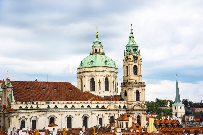 圣尼古拉斯教会在一点镇或布拉格老镇在捷克 库存照片
