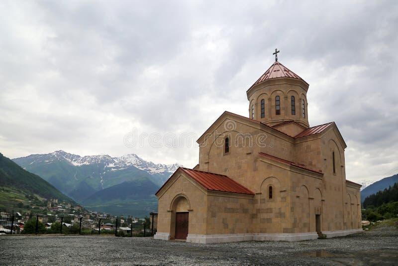 圣尼古拉斯教会在Mestia村庄  免版税库存照片