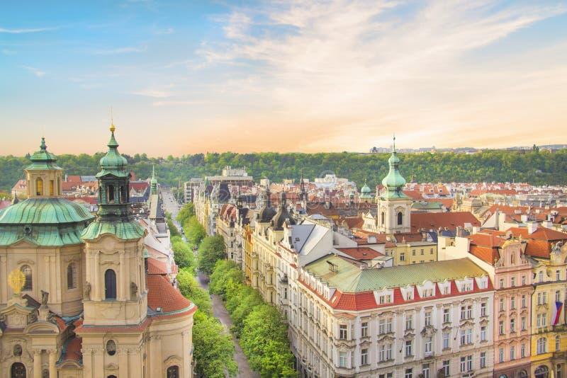 圣尼古拉斯教会的美丽的景色老城广场的在布拉格 库存图片