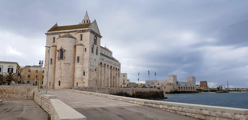 圣巴列塔安德里亚特拉尼,普利亚,意大利省的尼古拉佩莱格里诺特拉尼大教堂  库存照片