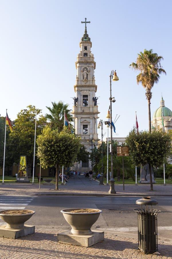 圣巴托洛隆格广场和钟楼del桑图阿里奥德拉玛丹娜二波纳佩 库存照片