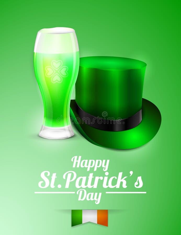 圣帕特里克的天与一杯的贺卡啤酒和妖精帽子 免版税库存照片