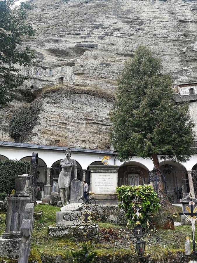 圣彼得修道院和公墓在萨尔茨堡,奥地利镇  免版税图库摄影