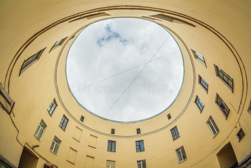 圣彼得堡历史圆屋 多云的夏日 免版税库存图片