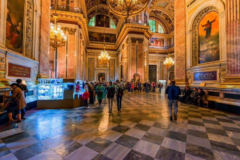 圣彼得堡,俄罗斯- 2015年6月18日:圣徒以撒` s Cathedtral内部在圣彼得堡 免版税库存照片
