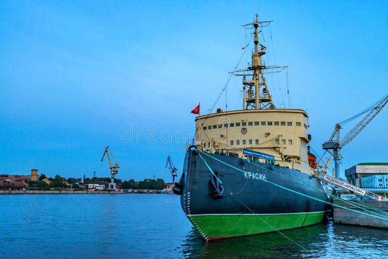 圣彼得堡- 2015年6月14日:北极破冰船Krassin在StPetersburg 库存照片