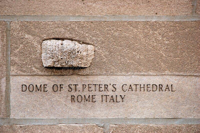 圣彼得大教堂的岩石 免版税库存照片