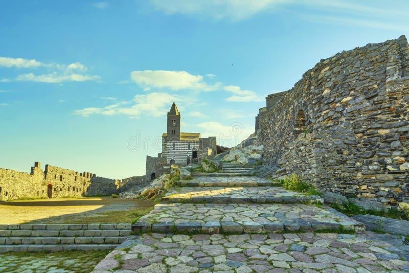 圣彼得罗教堂的门托韦内雷 意大利利古里亚五乡 免版税库存照片