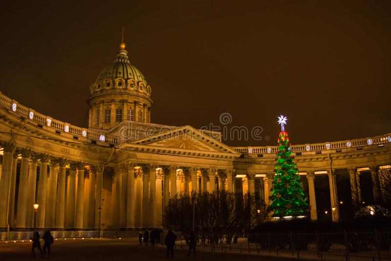 圣彼德堡、俄罗斯、喀山大教堂、圣诞节和新年市装饰 免版税图库摄影
