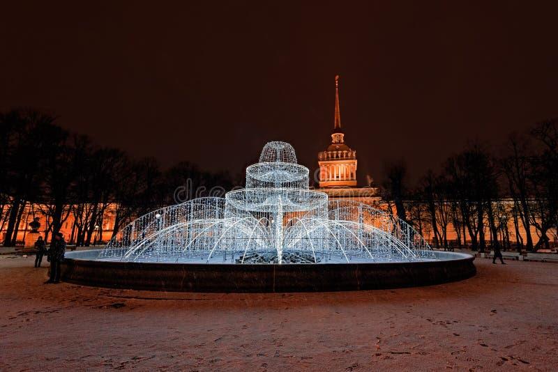 圣彼德堡圣诞节街灯 免版税库存照片