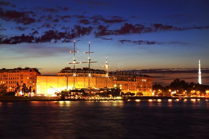 圣彼德堡晚上视图  免版税图库摄影