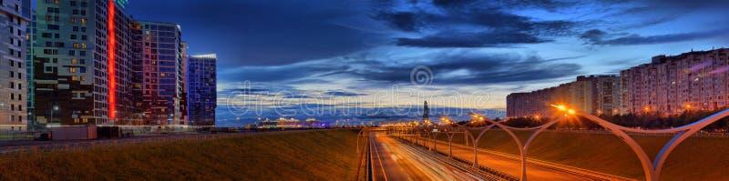 圣彼德堡,俄罗斯- 2017年7月24日圣彼德堡西部高速直径的全景  库存照片